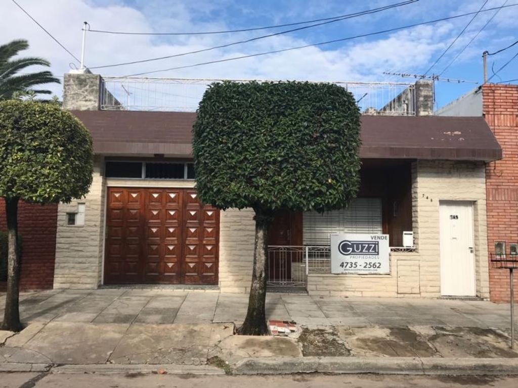 XINTEL(GZI-GZI-545) Casa - Venta - Argentina, San Isidro - RIOJA 749