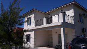 Casa 5 ambientes - 4 baños- Pileta - Posibilidad de Permuta o Financiacion