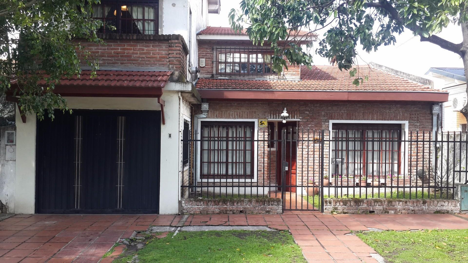 Venta de Chalet en Ituzaingó 6 ambientes, calle La Florida