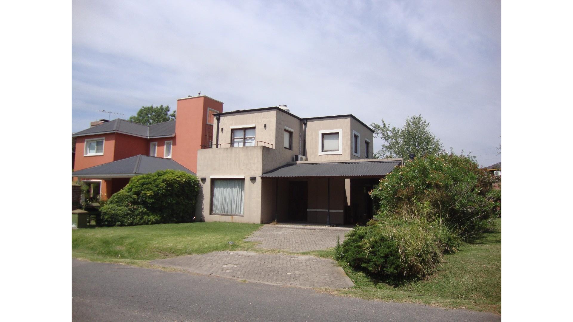 Casa en Country Banco Provincia Sector 4