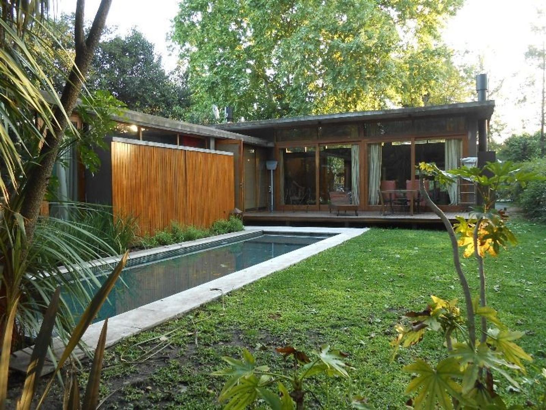 Quinta estilo minimalista en Villa Udaondo * 4 ambientes * piscina*