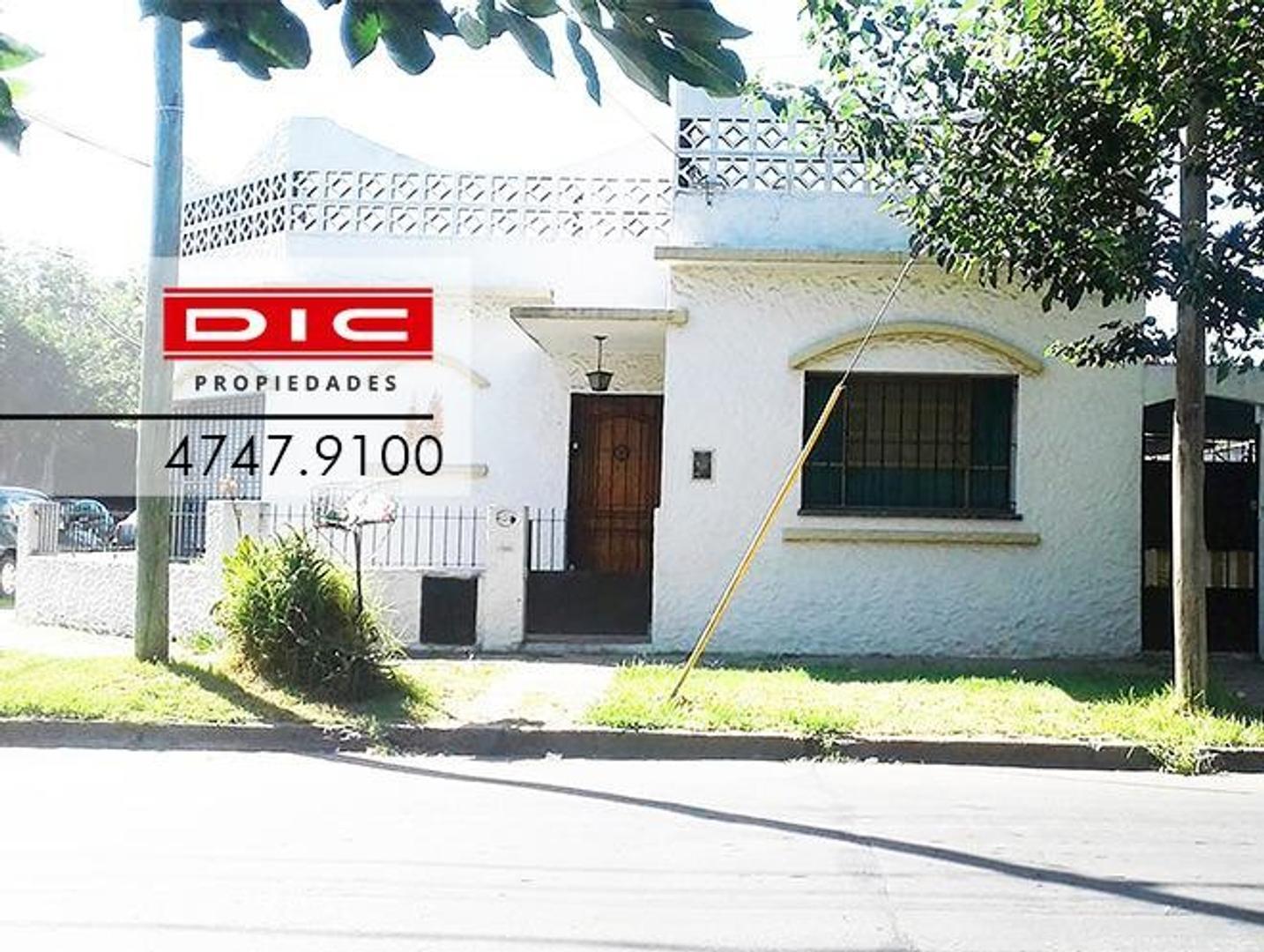 Casa 3 ambientes en M/B ubicacion. Patio, garage cubierto y lavadero. Terraza.