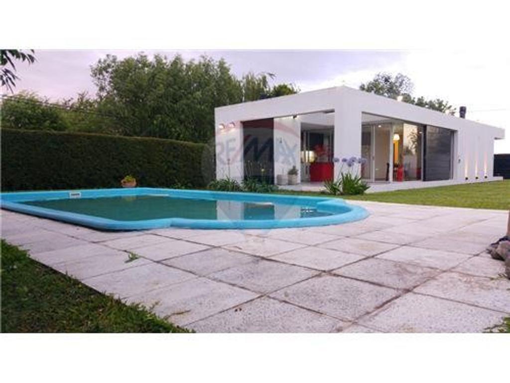 Casa 1 dormitorio con Pileta  Los Pinos RN18 km1