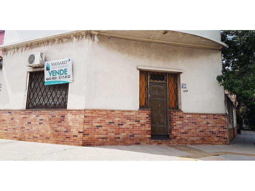 Media ex-municipal en venta, 3 amb. con patio, apto crédito. Sup.cub. 95m²