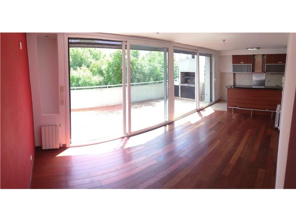 Duplex de categoría con balcón terraza y cochera.