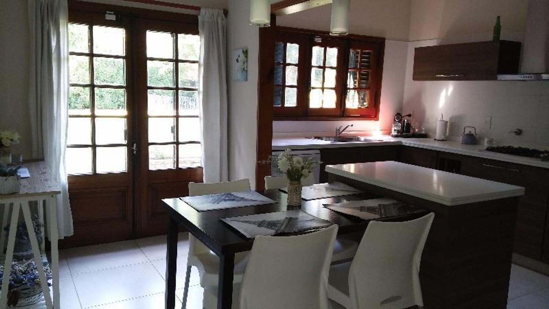 Chile 2034 Don Torcuato (Zona Balbastro) - Excelente Chalet de 3 dormitorios  sobre lote de 1156 m2