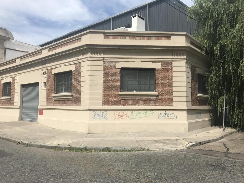 Importante edificio en Alquiler / Venta en Parque Patricios Dacal Bienes Raices