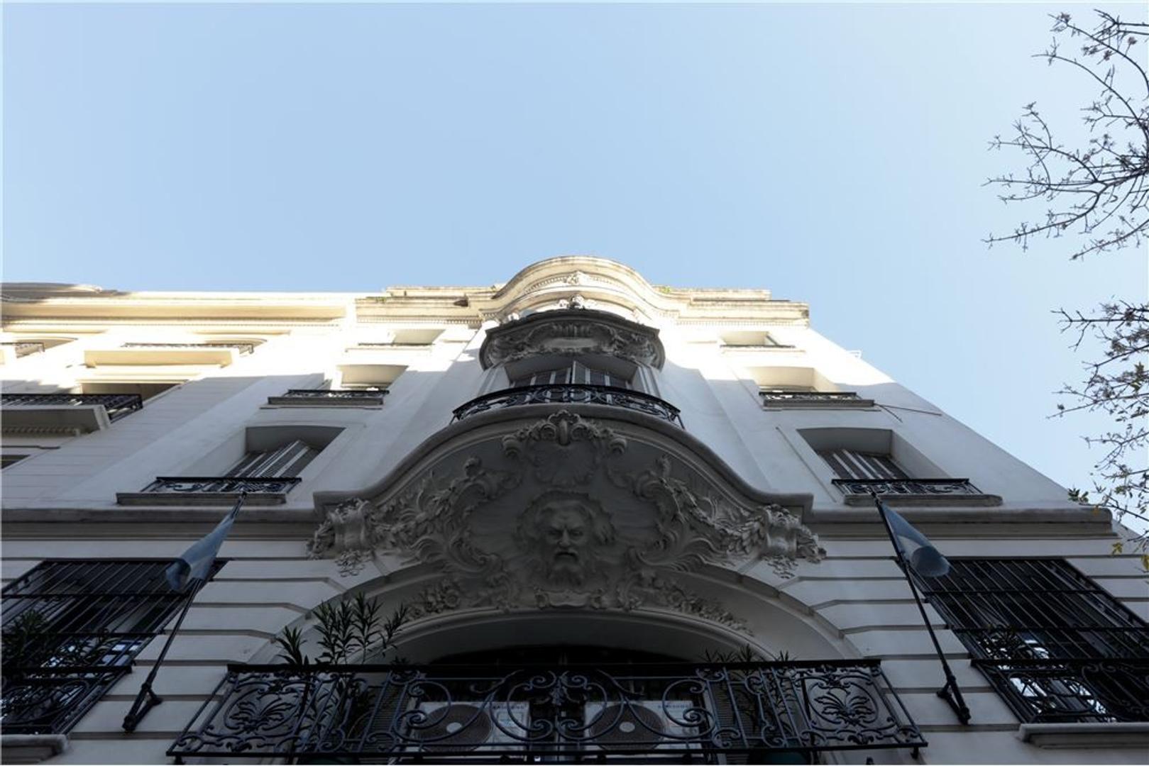 Señorial Piso  c/dependencia en Monserrat