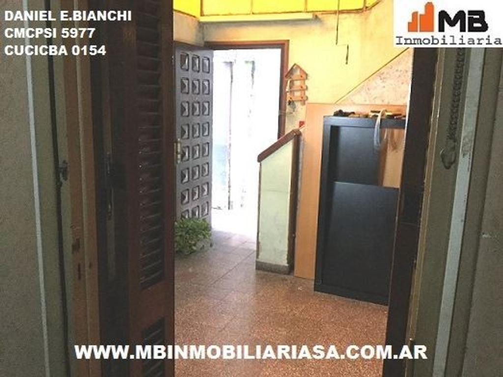 Parque Avellaneda PH 5 amb.a reciclar c/patio en Homero al 1200