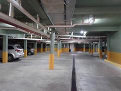 Cochera cubierta en complejo Baron Center. Precio final-Sin expensas
