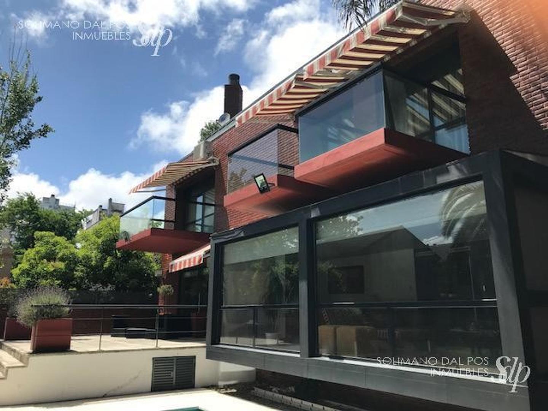 Casa - 650 m² | 6 dormitorios | 23 años