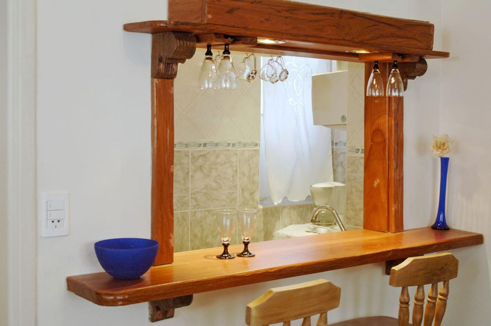 ALQUILO 2 AMB-DUEÑO DIRECTO-muy luminoso-desayunador-pisos parquet -semi amueblado-apto profesional