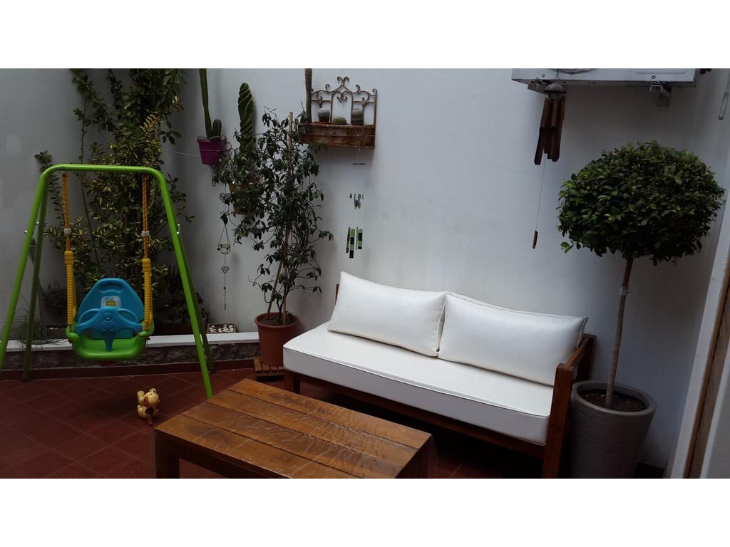 Excelente  adepto  duplex 2 ambientes con cochera y patio