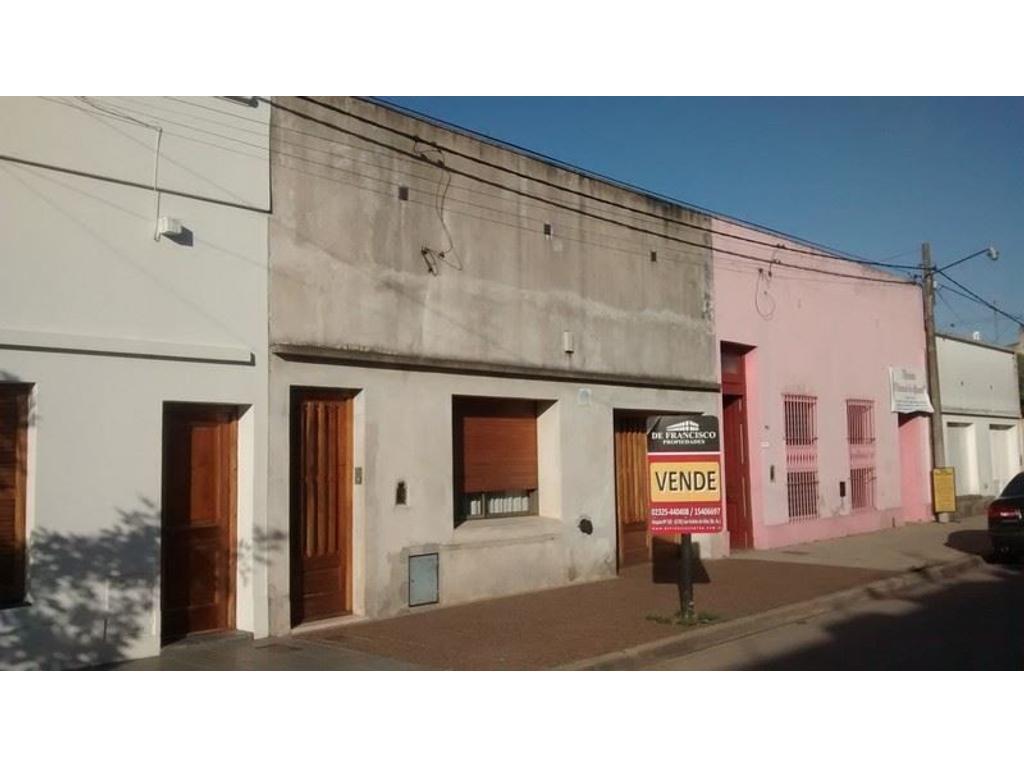 SE VENDE CASA EN EL CENTRO DE SAN ANDRES DE GILES CALLE BELGRANO E/ 25 DE MAYO Y MAIPU COD A163