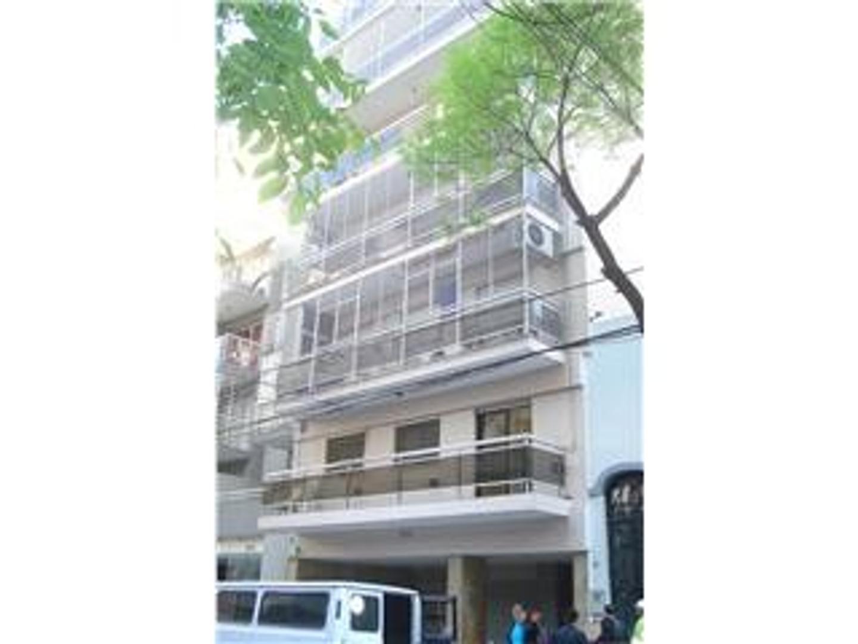 3 amb. cfrte. balcón M/luminoso, baño cocina completos, cerca subte A