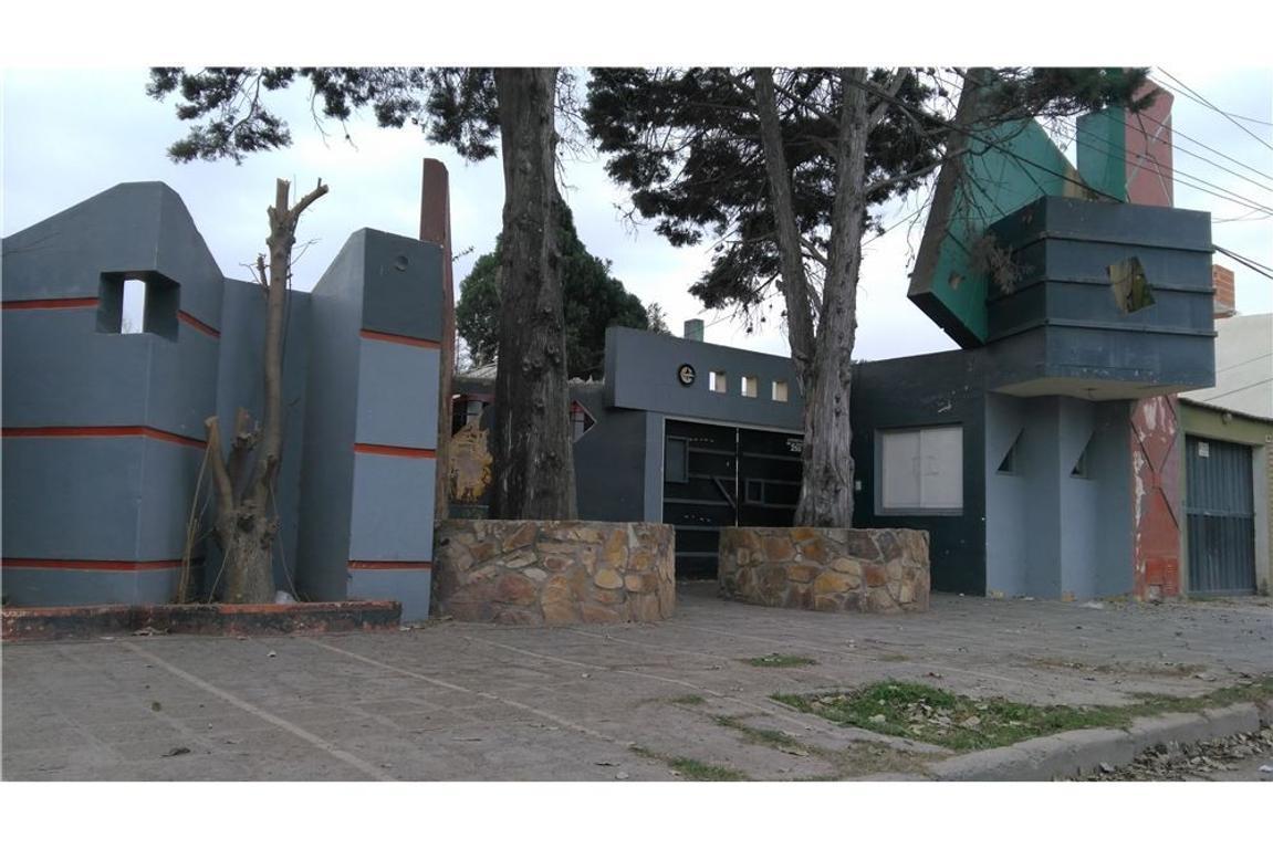 Importante propiedad en el acceso a Santa Ana I
