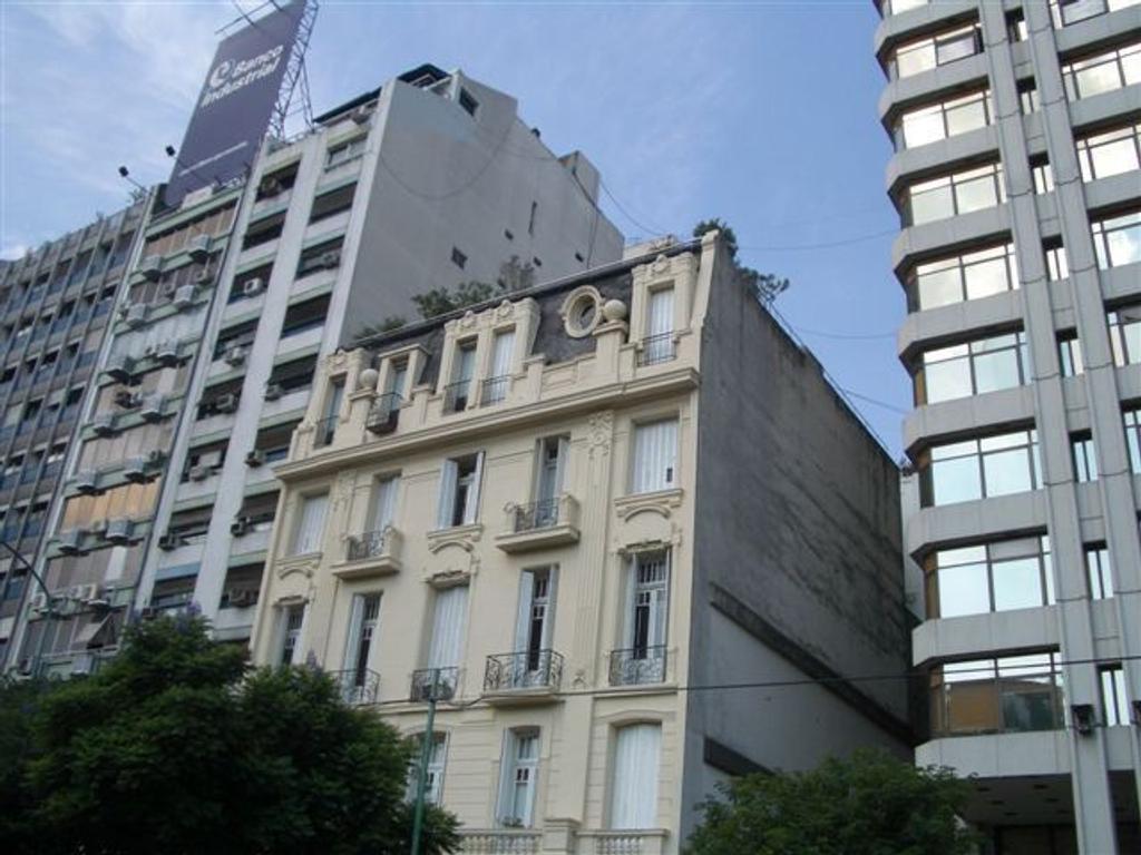 Oficina en excelente ubicacion de 280 metros en edificio Antiguo