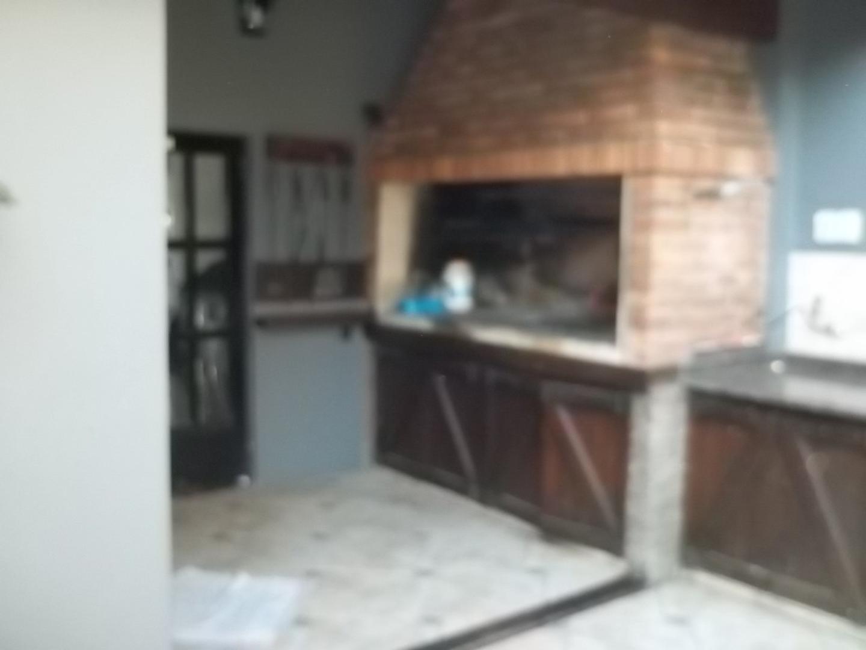 EXCELENTE CHALET EN INMEJORABLE ZONA DE BOULOGNE - 4 AMBIENTES - PARQUE CON PISCINA - QUINCHO  - Foto 15