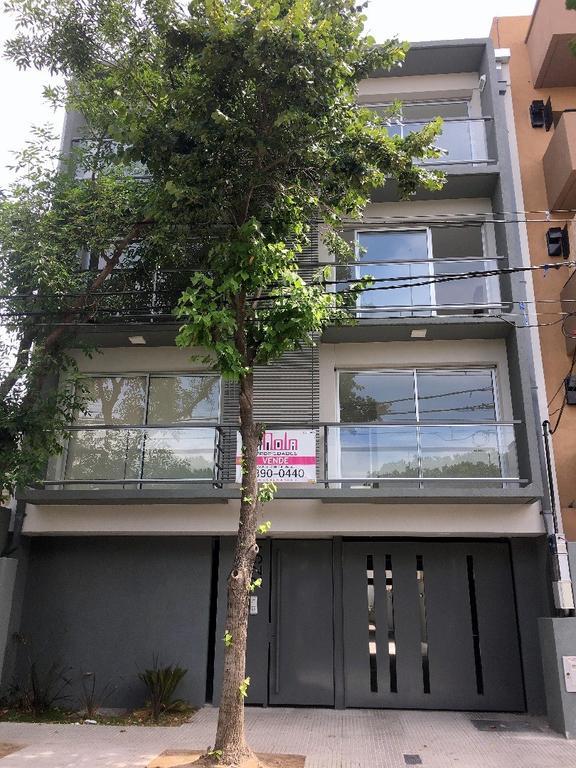 3 Ambientes con Terraza propia con parrilla y balcón !!