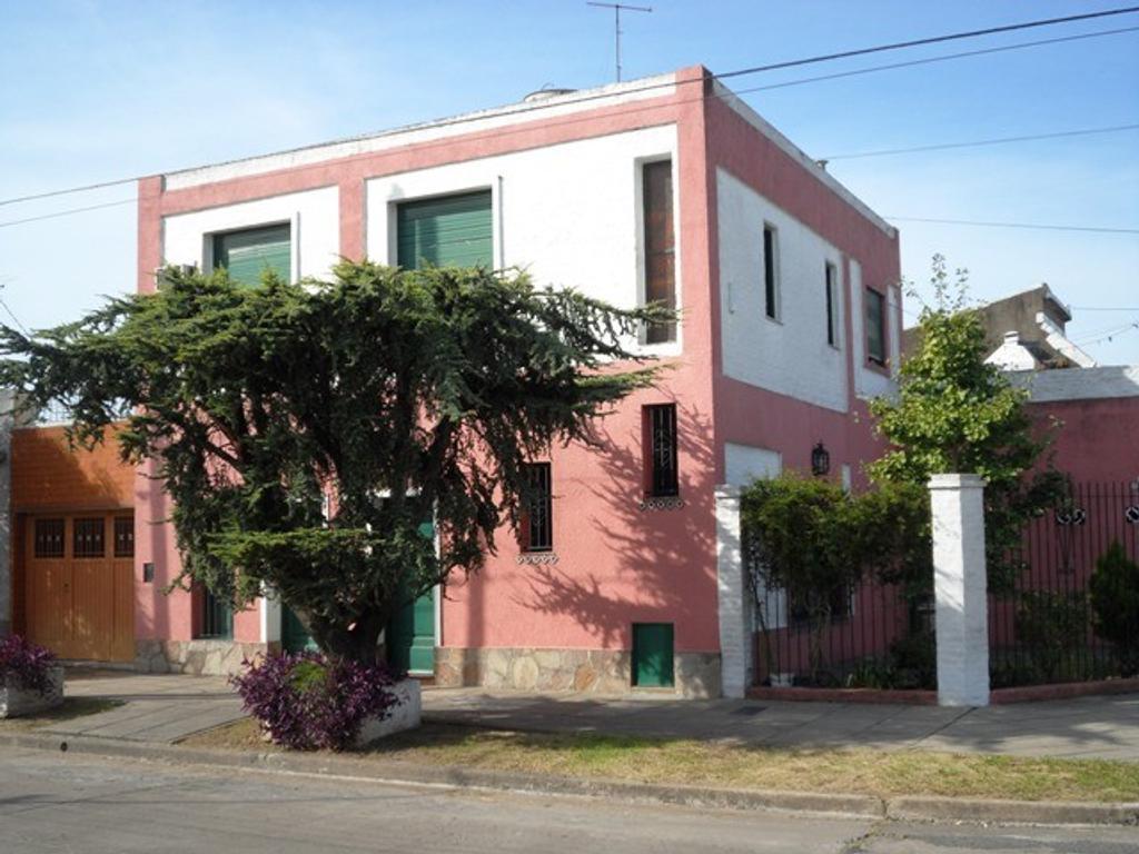 Casa en venta de cuatro ambientes en Haedo Sur Venta Directa