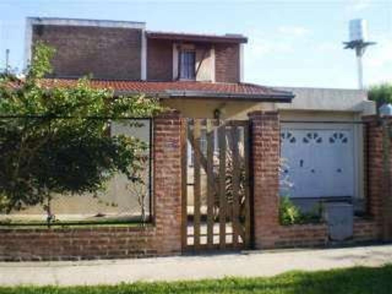 Casa en Venta en Barrio Santa Rita - 3 ambientes