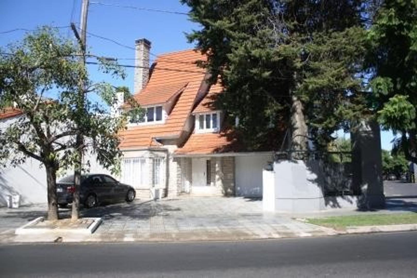 Excelente casa sobre Libertador, Punta Chica