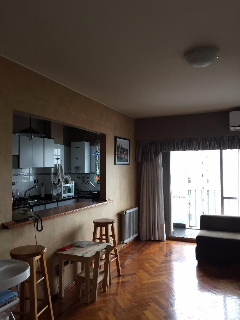 Santiago 800: Departamento 1 Dormitorio, Muy Luminoso, Balcón Norte, Cocina con Barra, 1 Baño