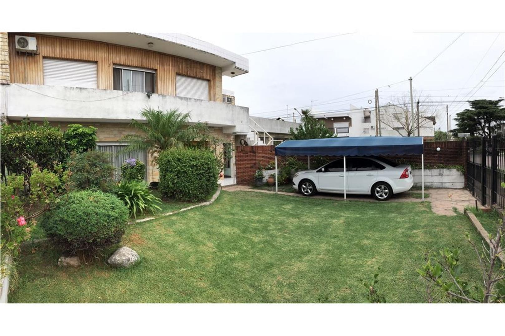 Casa 6 amb, parque, piscina, 3 garajes Moron Sur