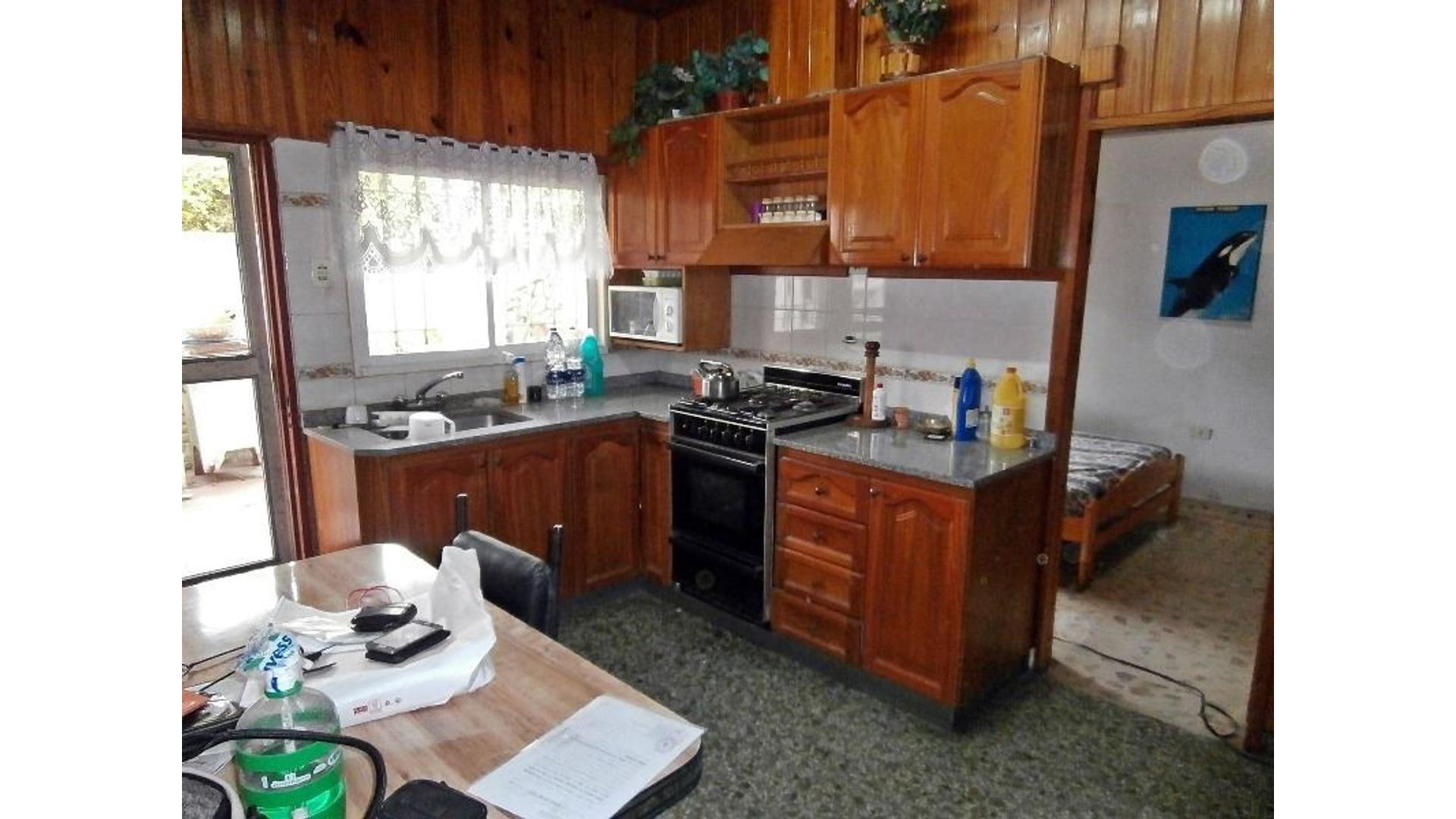 Casa en lote propio con 2 dormitorios.
