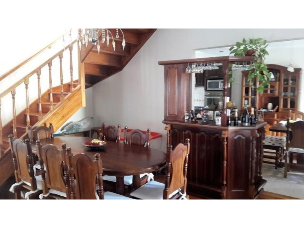 Espectacular vivienda de 4 ambientes en duplex con diseño distinguido en todos los detalles.