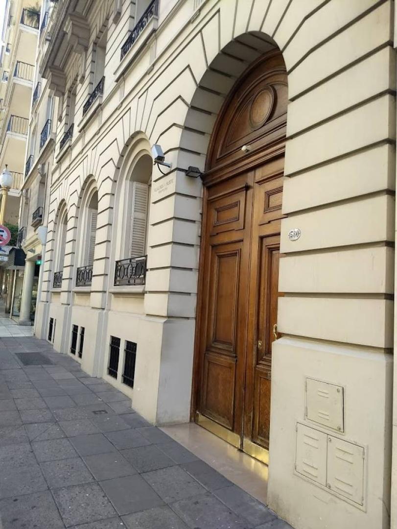 Av Alvear - Montevideo: Edificio en Block UNICO - IDEAL HOTEL