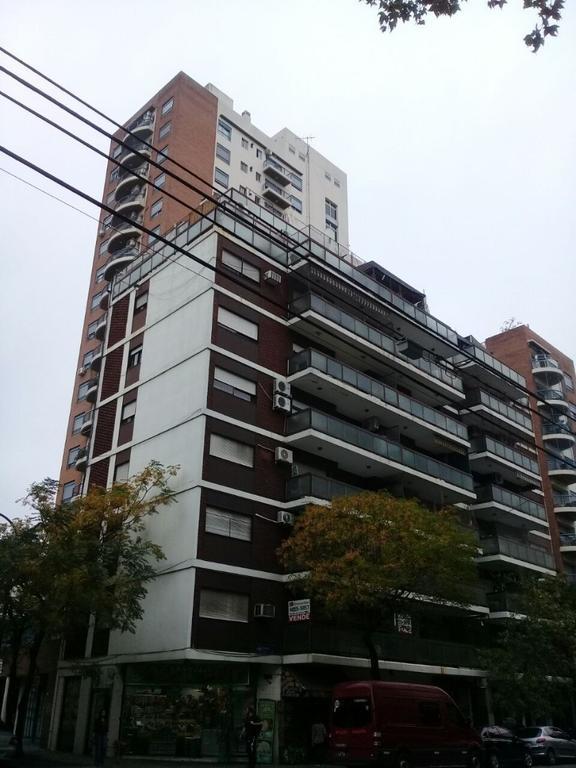 Dto. 3 amb. frente con balcón, baño y cocina a nuevo