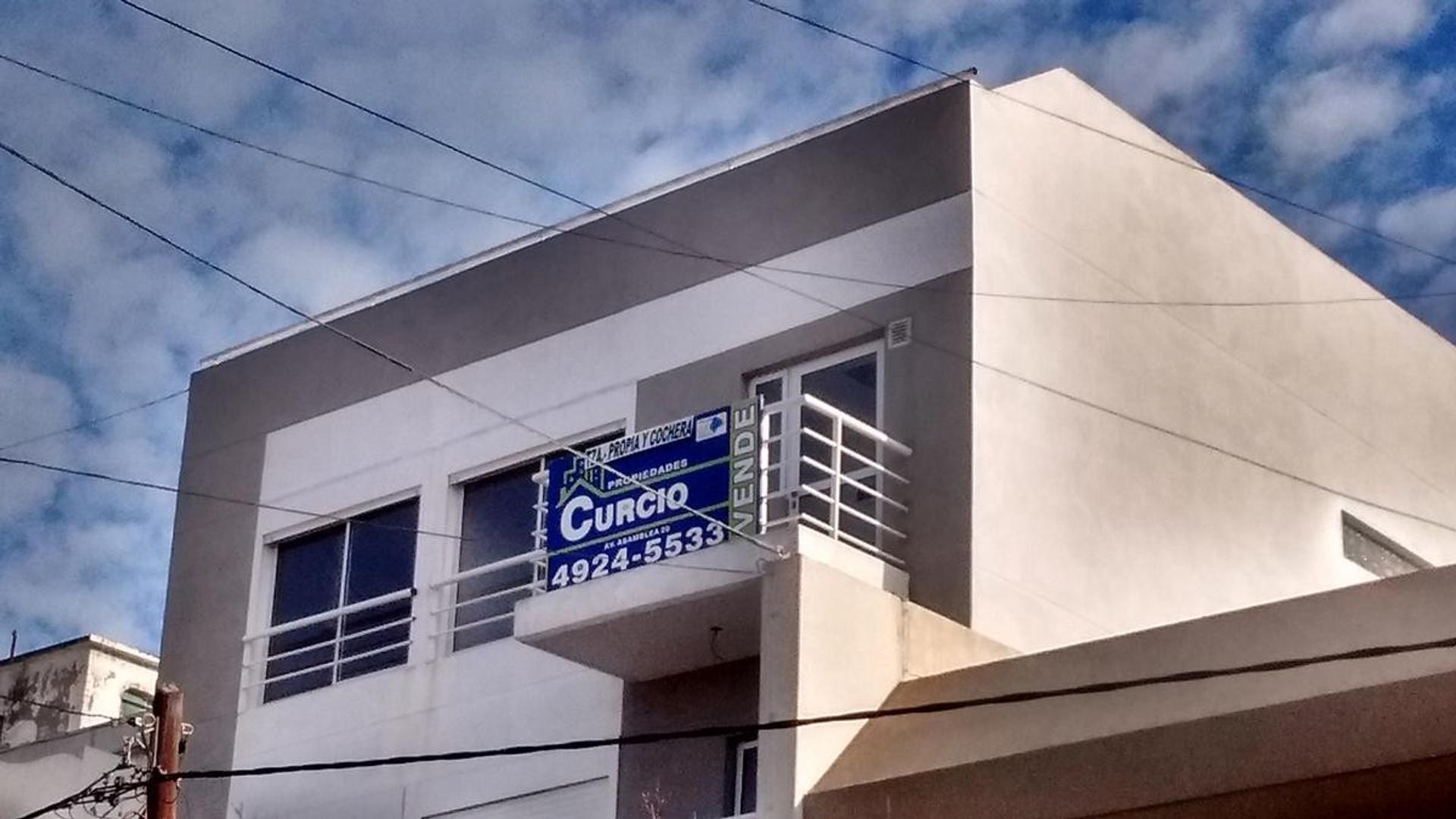 2 amb. con balcón frte. terraza propia