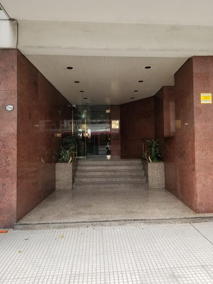 XINTEL(MKS-MKS-2065) Departamento - Alquiler - Argentina, Capital Federal - AV. MONTES DE OCA  AL...