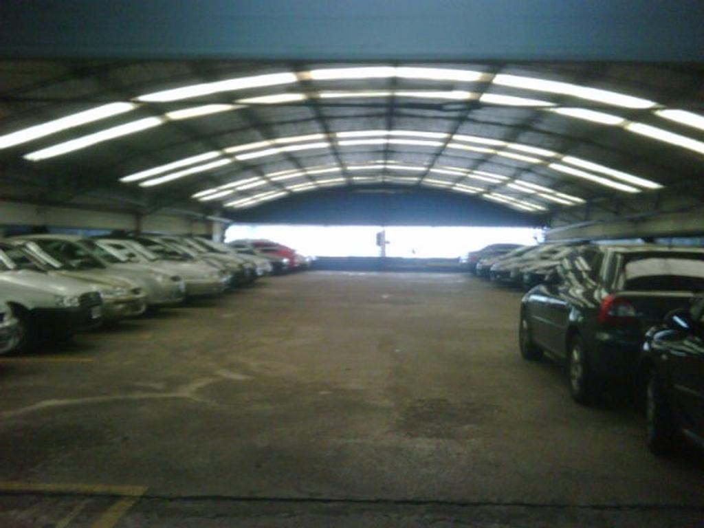 GARAGE DE ESTACIONAMIENTO EN VENTA. 2.400M2. LANUS O.