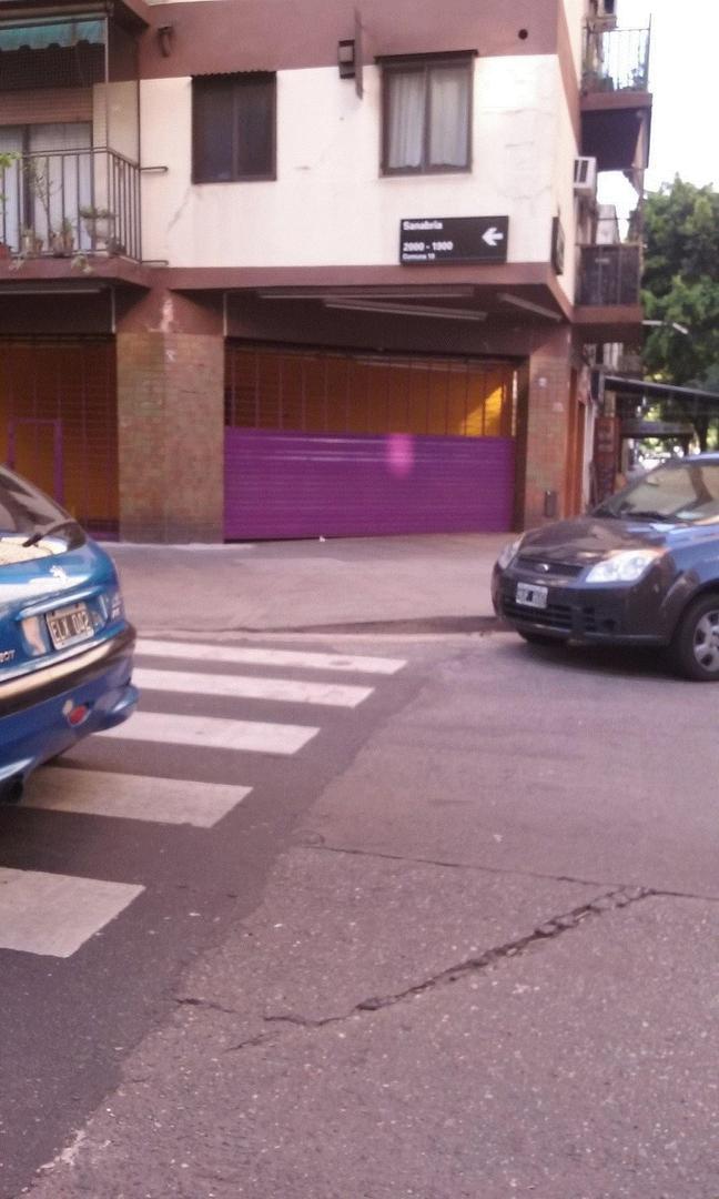 EXCELENTE  LOCAL EN ESQUINA ZONA MUY COMERCIAL A MTS. DE HIPERMERCADO