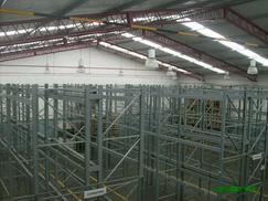 Depósito con racks 250 m2 oficinas baños ANMAT