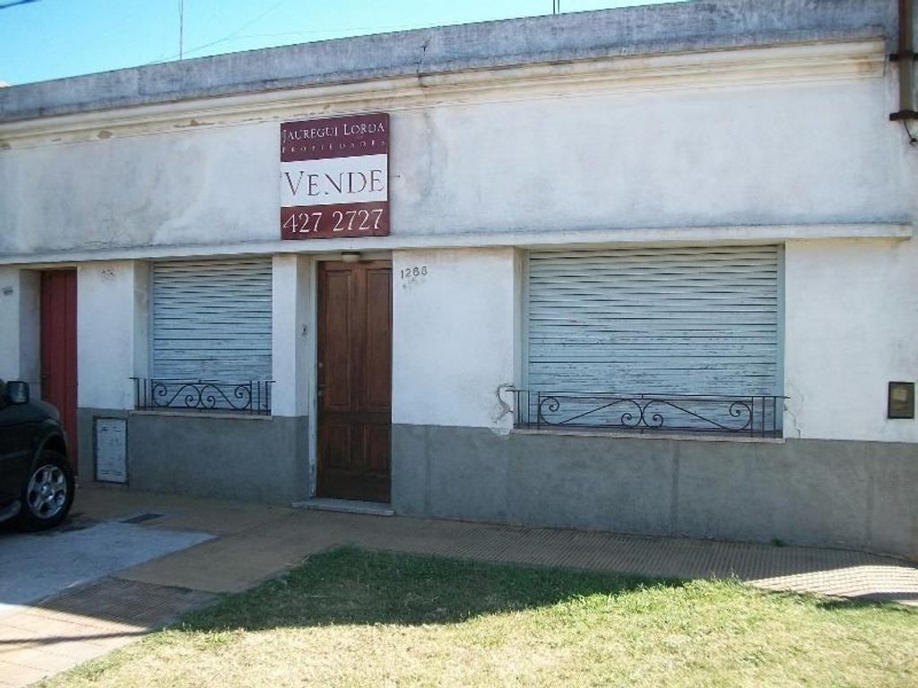 Venta 2 casas en 133 E/ 58 Y 59:LOS HORNOS LOTE DE 8.66 X 35 POSIBLE APTO BANCO