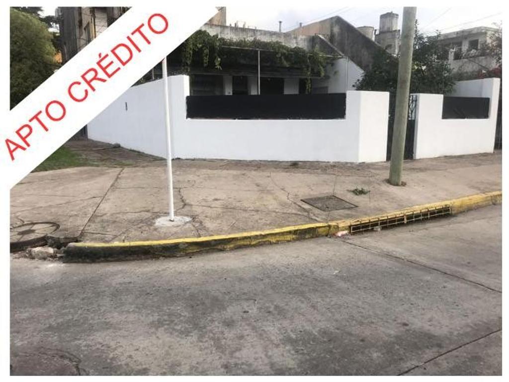 APTO CRÉDITO BANCARIO - CASA EN ESQUINA CON LOCAL/TALLER/GALPÓN O GARAGE