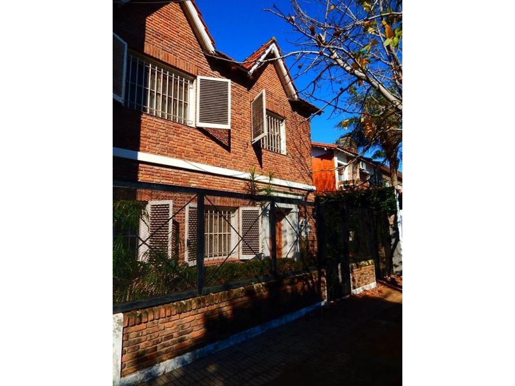 Olivos Chalet 2 plantas Ricardo Gutierrez al 2100 2 dorm y Play patio Cochera U$S 320.000