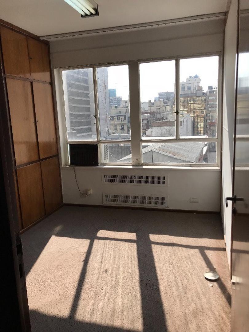 Venta oficina zona centro 8vo piso al frente, 72 m2, renta asegurada, bien conservada