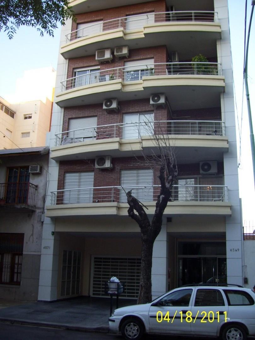 Departamento de 3 ambientes con balcón y parrilla en  Villa Pueyrredon