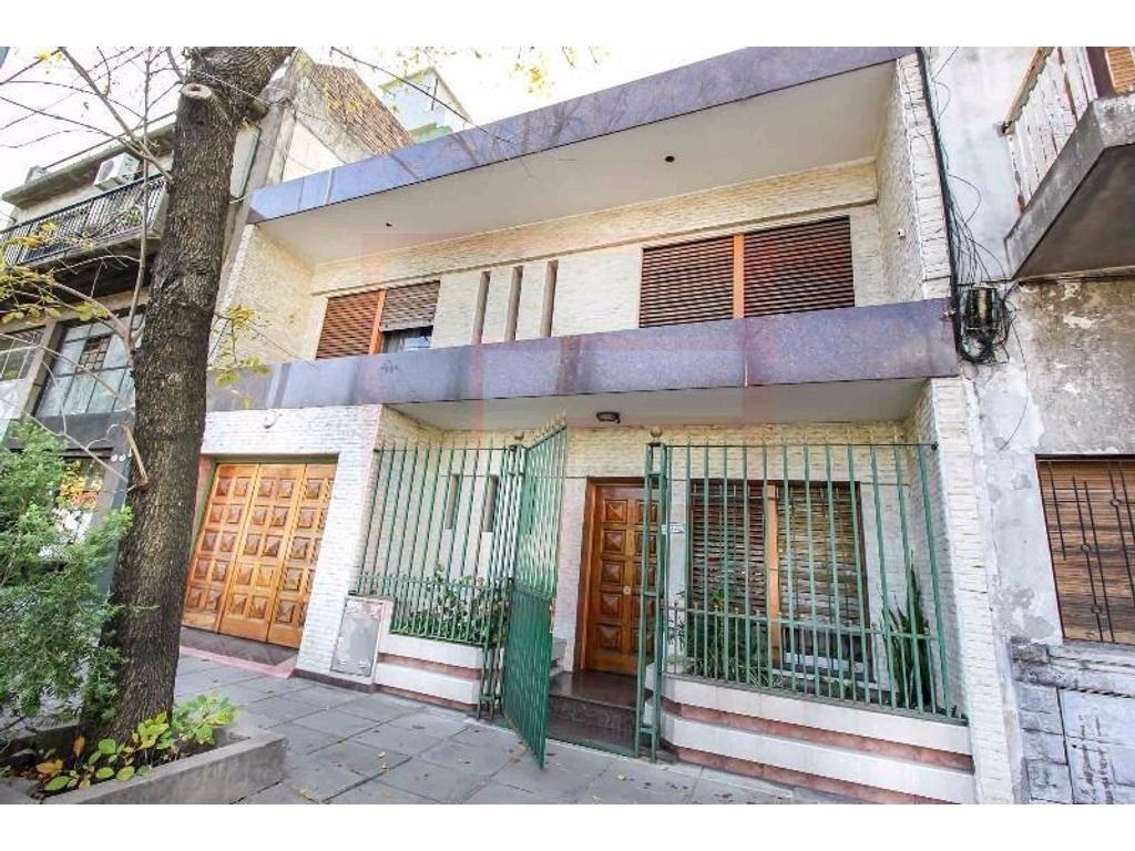 Casa 5 amb. con Cochera, Patio y Terraza - No es apto credito