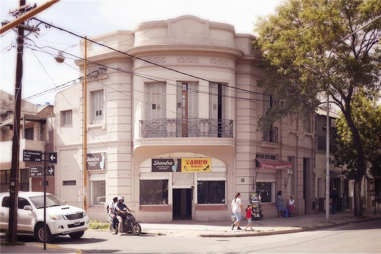 ALQUILA  IMPORTANTE PROPIEDAD EN ESQUINA COMERCIAL