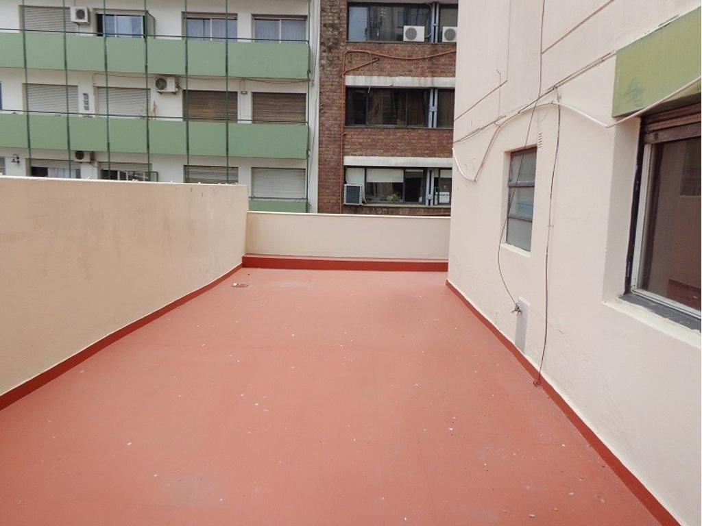 Depto. de 3 ambientes con balcón terraza.