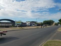 Magnifica fracción de 10000m2, con salida a 2 calles, 215 mtrs sobre Av Marquez.