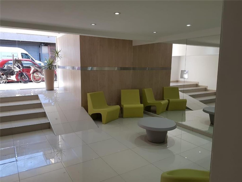 Excelente Monoambiente 40 mts2. Divisible a 1 dormitorio. Balcón. Muy luminoso. A estrenar.