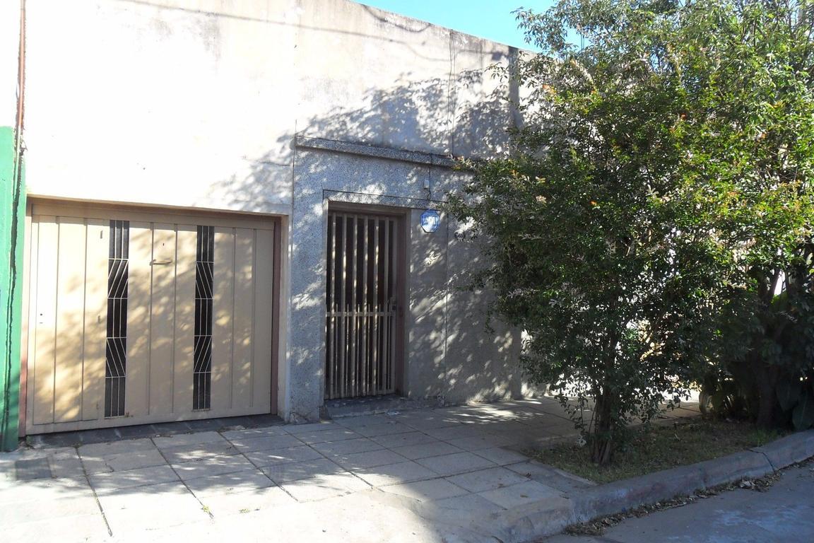 Casa de 5 AMB, en venta con garaje, lote propio 8,66 x 19