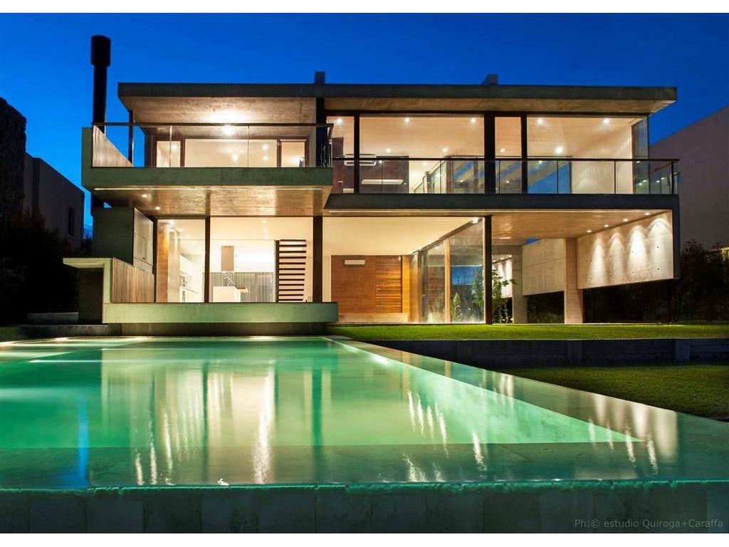 Espectacular casa minimalista en Cabos del Lago