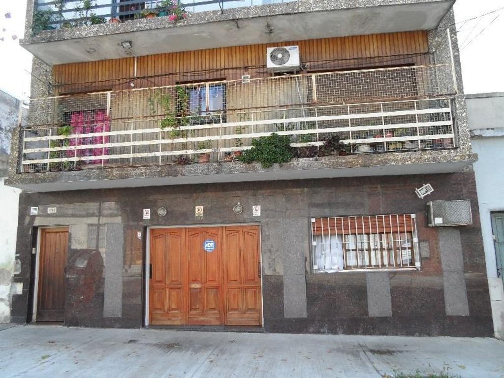 EXCELENTE TIPO CASA 5 AMB C/DEP  FRENTE. 4 BAÑOS COCHERA CUB, PATIO,LAVADERO INDEP 160 M2 CUBIERTOS.